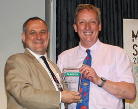 Steven is presented his award by Associate Professor Ken Deans, President of ANZMAC.